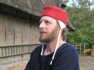 Anne Cool Rode vilten muts laat middeleeuwse smit