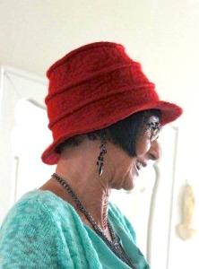 Anne Cool rood damesmutsje ingestikte randen