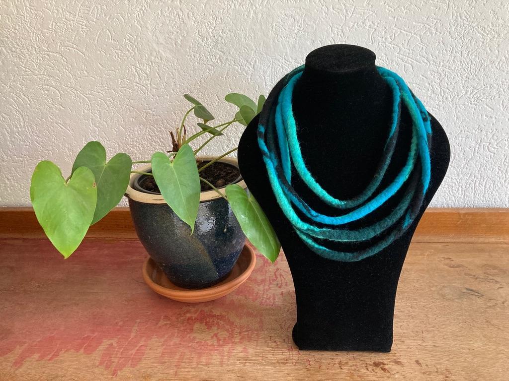 Vilten kabelketting blauw/groen Anne Cool