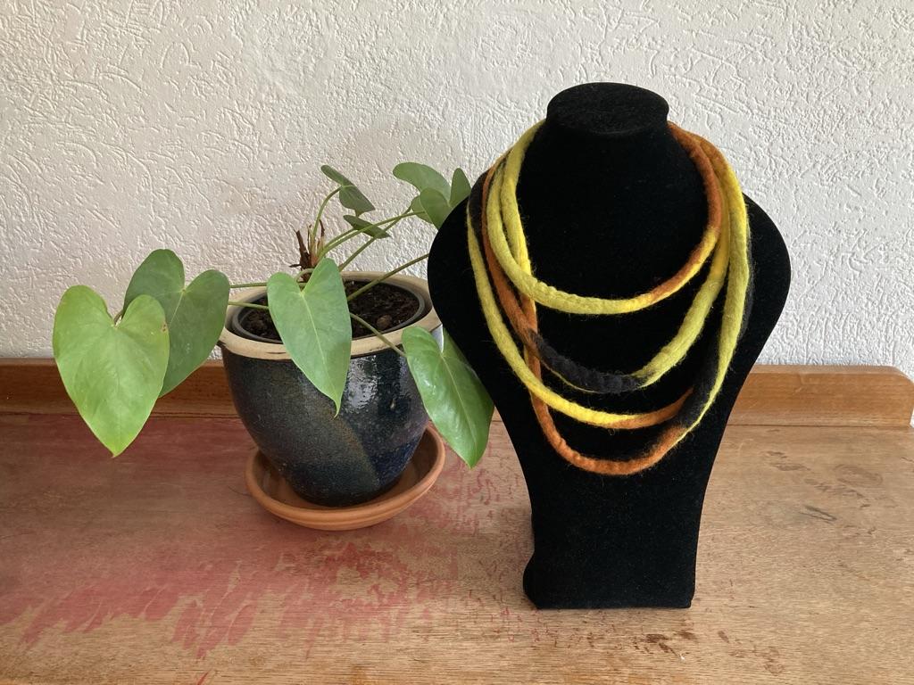 Vilten kabelketting geel/groen Anne Cool